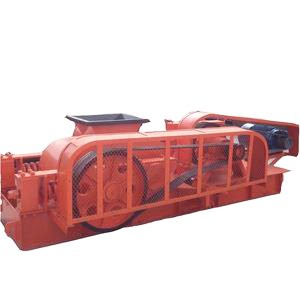Soil roller crusher machine